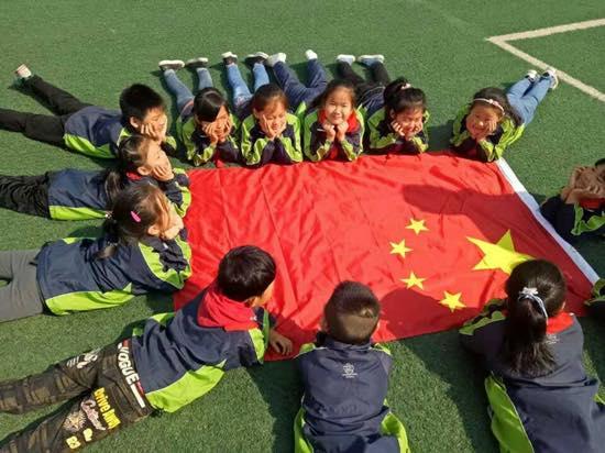 """定远县新区实验小学响应全国少工委号召,于近日组织开展了""""争做新时代图片"""